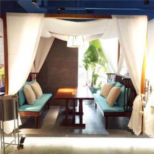 西餐厅沙发营造舒适的氛围
